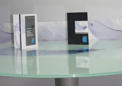 001signaletique-com-empreintes-bessiere_cabinet-bessiere-table plaquetteseule2